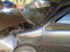 Carro bate em árvore na zona rural de Divino