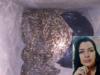Mulher é encontrada morta dentro de sacola debaixo de uma escada; suspeito fugiu