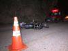 Motociclista bate em barranco e morre